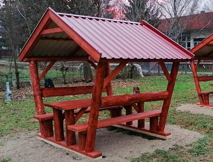 Rönkfa bútor trapéz lemeztetővel INGYEN kiszállítás és összeszerelés